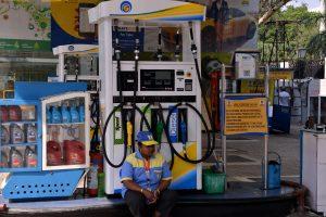 OMCs keep petrol, diesel prices static as global crude stable