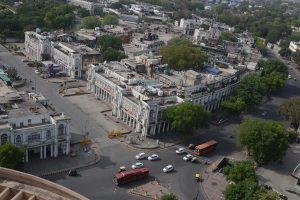 Delhi government announces lockdown, exempts essential services