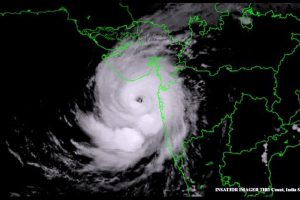Cyclone Tauktae: Uddhav Thackeray reviews situation, thousands shifted to safer places