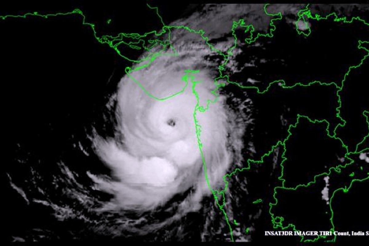 Cyclone Tauktae, Uddhav Thackeray, Gujarat, Maharashtra