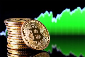 Bitcoin recovers from previous loss, trades 0.1% higher