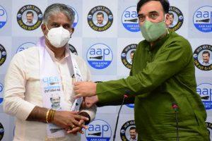 BJP councillor from Brahmapuri ward Rajkumar Ballan joins Aam Aadmi Party