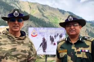 Superstar Akshay Kumar interacts with BSF, Army troops at LoC in Kashmir