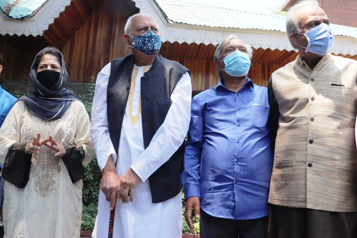 Farooq Abdullah, Mehbooba and other leaders of PAGD briefing media persons
