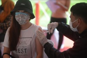 Indonesia: Jabs for pregnant women, breastfeeding mothers & kids