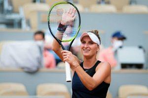 French Open: 2019 finalist Vondrousova reaches 4th round