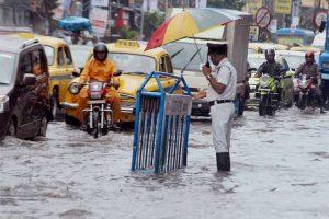Torrential rain lash Kolkata, many areas waterlogged