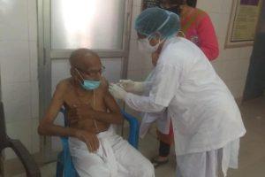 125-year-old man takes jab in Varanasi