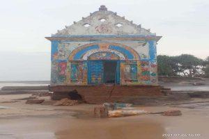 Odisha: Nature consumes last visible sign of human civilization in sea-erosion-battered Satabhaya