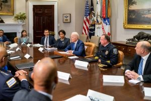 Biden discusses gun violence at WH meeting