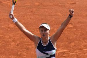 Barbora sets up fourth-round clash with world No. 1 Ashleigh
