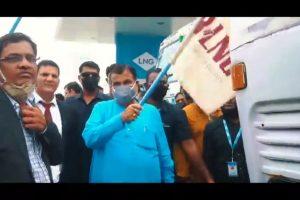 Nitin Gadkari inaugurates country's first LNG facility plant at Nagpur