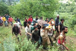 As water level rises, DC Ganderbal asks people not to venture near Sindh stream
