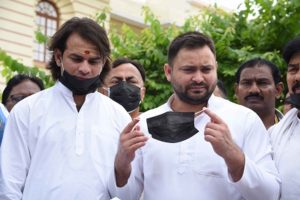 Bihar Opposition leaders arrive at assembly with black face masks