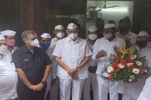 Pawar dons Dabbawala cap, lauds Mumbai's famed tiffin-carriers