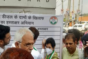 Cong holds protest against fuel price hike in Gurugram