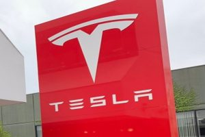 Tesla pushes new Model 3 Standard Range Plus orders