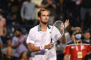 Medvedev, Tsitsipas, Isner in Toronto semifinals