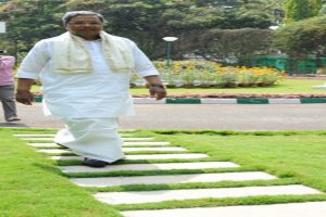 Do not force Karnataka CM to make Delhi rounds: Siddaramaiah