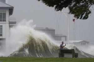 Hurricane Ida lashes Louisiana, knocks out New Orleans power