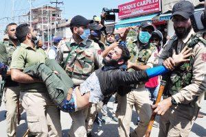 Police detain Shia mourners, thrash photojournalists in Srinagar