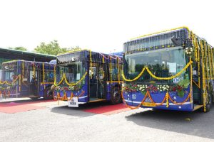 Delhi Transport Minister flags off 32 AC low-floor buses