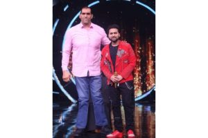 Great Khali thumbs up for contestant Mohd Danish on 'Indian Idol 12' finale