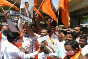 BJP 'hugs' Rane, but minus 'slap slur' against Thackeray