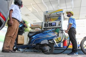 Diesel price cut by 20p/litre, petrol's remains unchanged