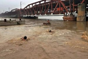 24 UP districts, 605 villages face flood fury