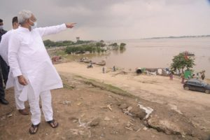 Nitish takes stock of flood situation in Patna