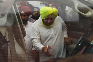 Cong hunts for new Punjab chief if talks with Sidhu fail