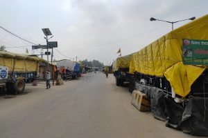 Tractor-trolleys parked at Singhu, occupants few