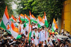 DKS, Siddaramaiah set out for Karnataka Assembly on bullock carts