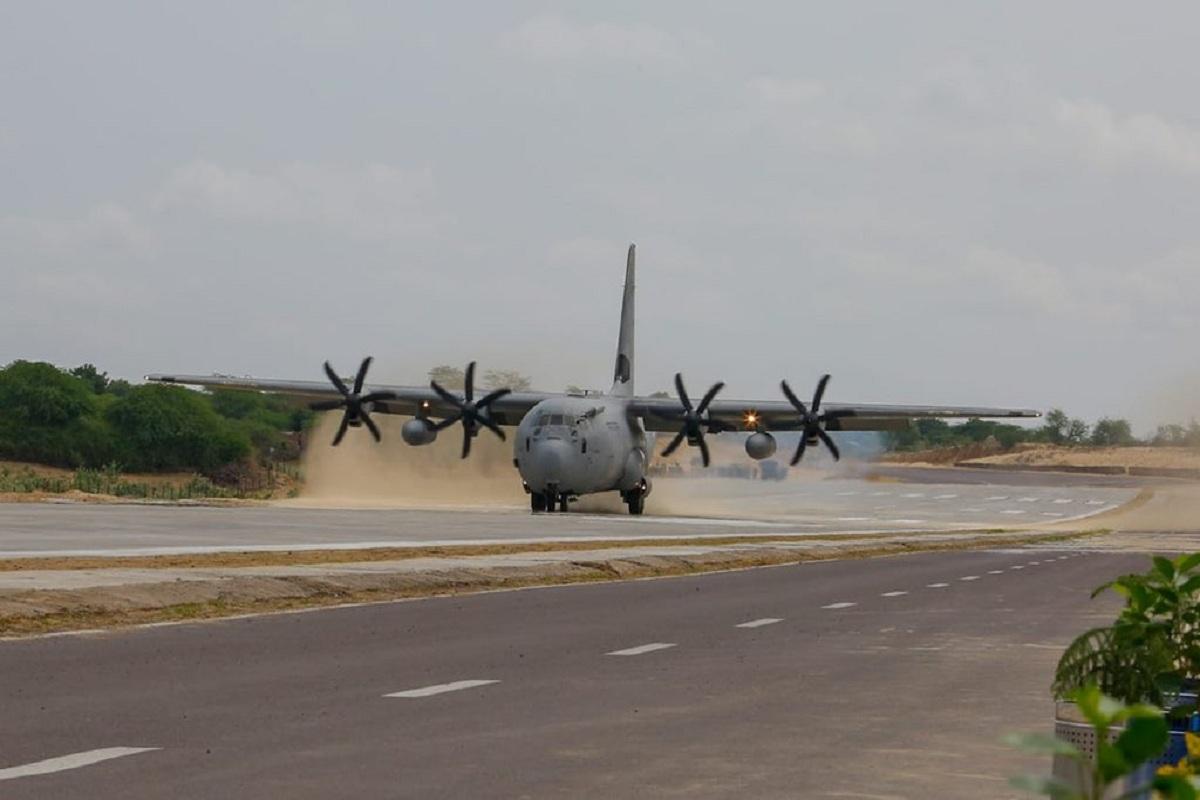 Rajnath Singh, Nitin Gadkari, Emergency Landing Facility, IAF, NHAI