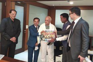 J&K officials invite Bollywood biggies for film shootings in Kashmir
