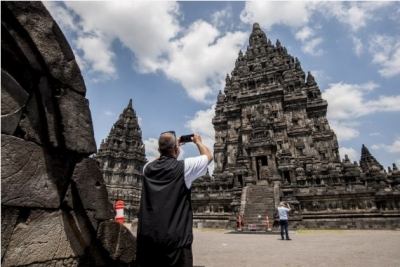 Indonesia reopens borders for int'l tourists with limited valid visas