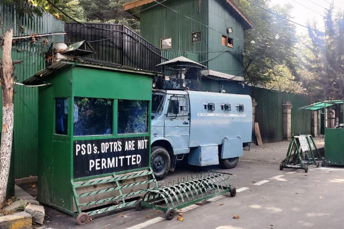 house arrest, Mehbooba Mufti, Srinagar, Kashmir, Syed Ali Shah Geelani