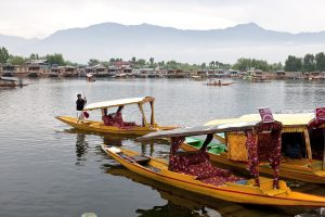 Chief Secretary calls for cleaning of Dal Lake on war footing