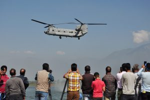 Youth turn out in large numbers in Srinagar to witness IAF's air show
