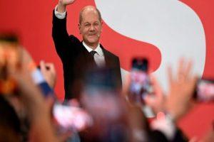 Social Democrats narrowly beat Merkel's bloc in German vote