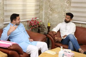 Chirag meets Tejashwi to invite for father's death anniversary event