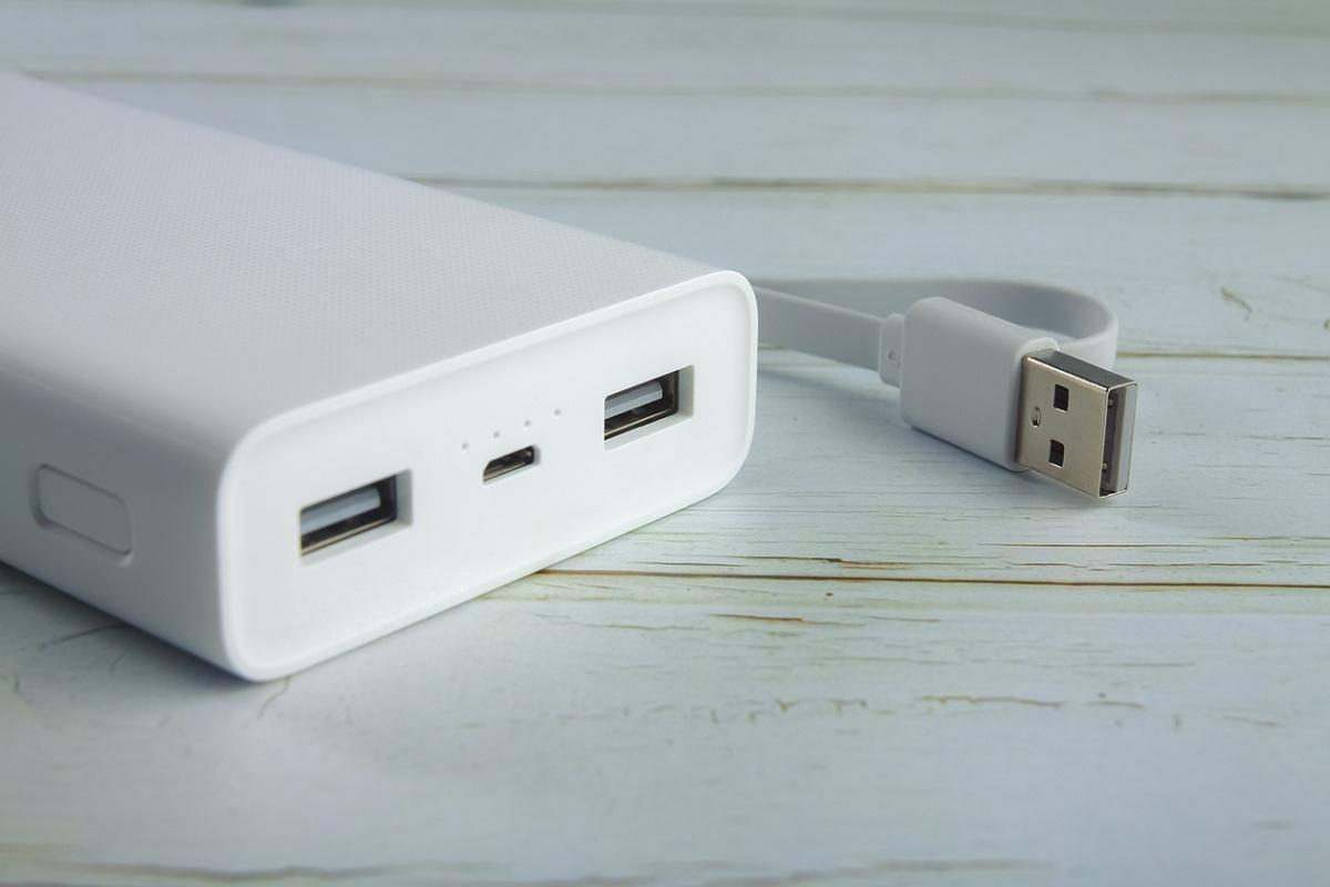 European Commission, European Union (EU), USB-C, Apple, iPhones