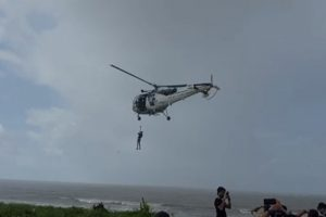 Maharashtra: Boat stuck on rocks, crewman rescued after 30 hrs