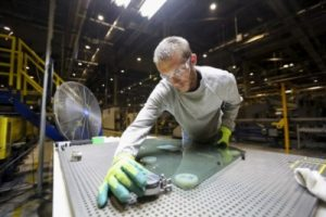 US manufacturing sector expands despite Delta surge, hiring difficulty