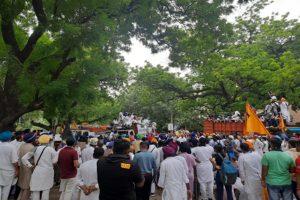 Sukhbir Badal, Harsimrat Kaur detained briefly over farm law protests in Delhi