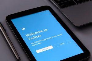 Twitter to make it easier to swipe between home, latest tweets