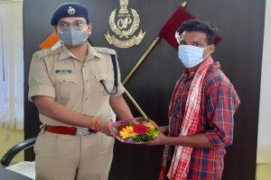 Chhattisgarh Maoist surrenders joins the mainstream
