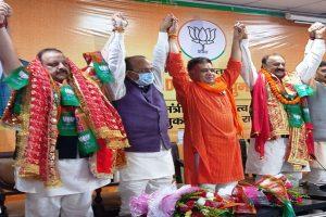Rana, Slathia given rousing reception in BJP office