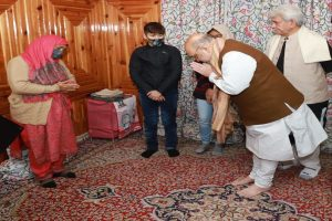 Amit Shah in Srinagar, drives straight to residence of martyred CID inspector & offers Govt job to widow